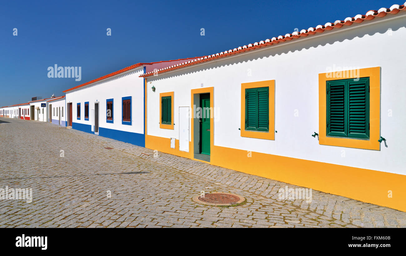 Le Portugal, l'Alentejo: architecture typique dans le village reconstruit Aldeia da Luz Banque D'Images