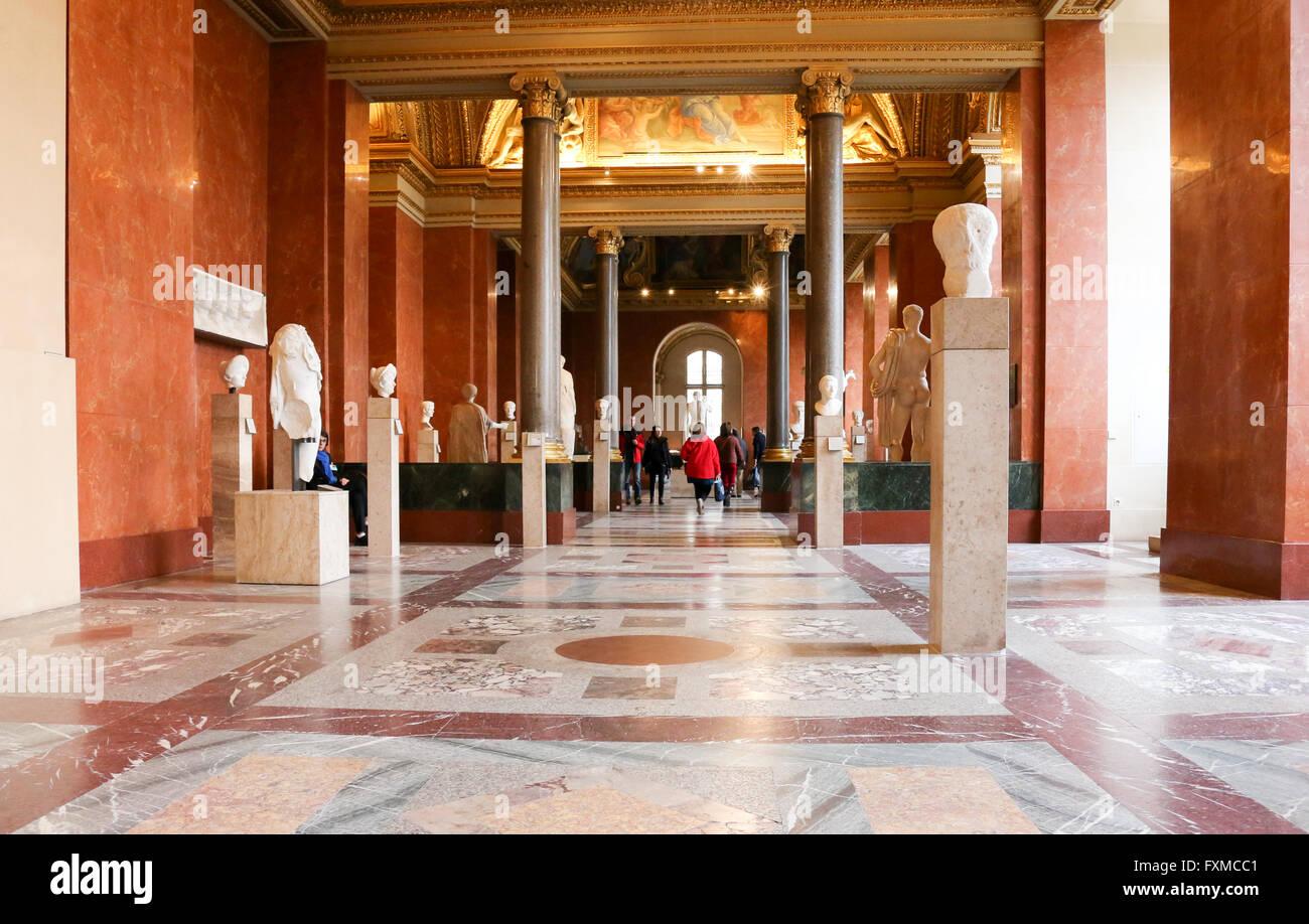 Dans Le Corridor De L Aile Denon Departement Des Antiquites