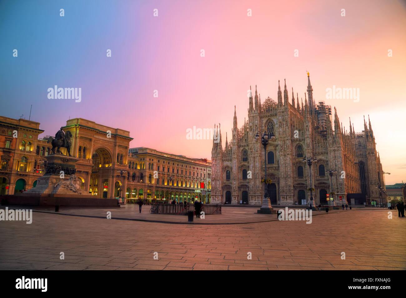 La Cathédrale de Duomo tôt le matin à Milan, Italie Photo Stock