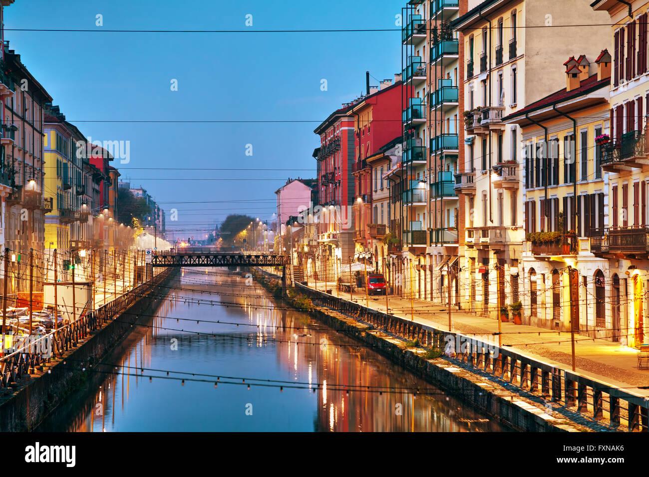 Le canal Naviglio Grande à Milan, Italie au lever du soleil Photo Stock