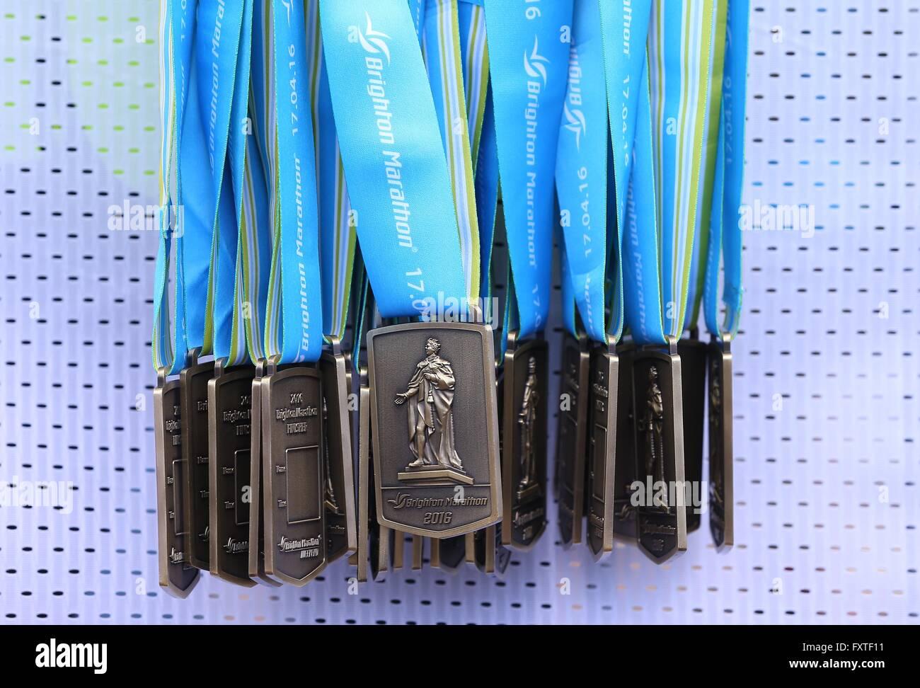 Glissières de prendre part au Marathon de Brighton 2016. Photo Stock