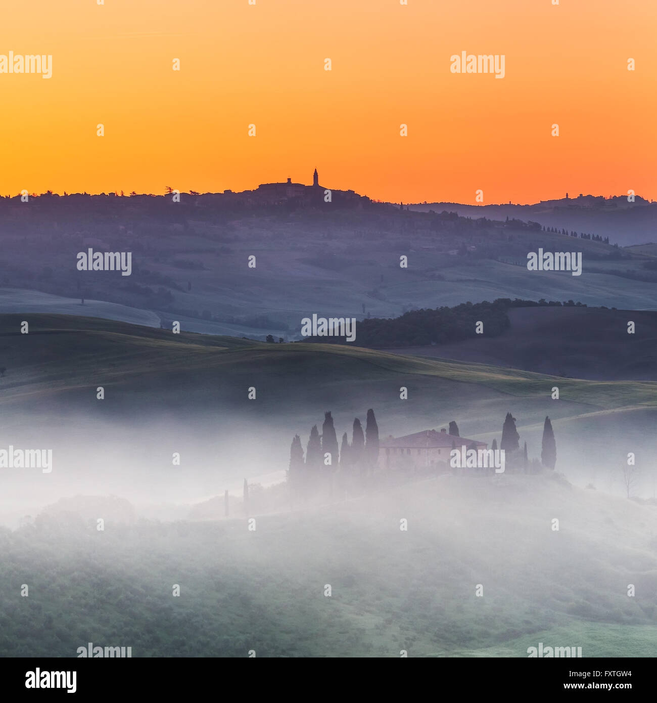 Paysage de Toscane au lever du soleil Photo Stock