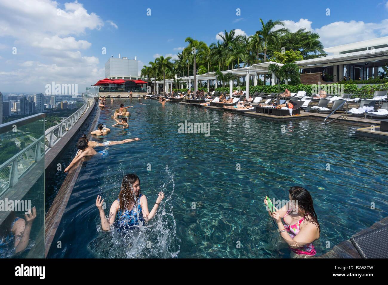 Marina bay sands piscine d bordement terrasse de toit marina bay singapour singapour - Ingresso piscina marina bay sands ...