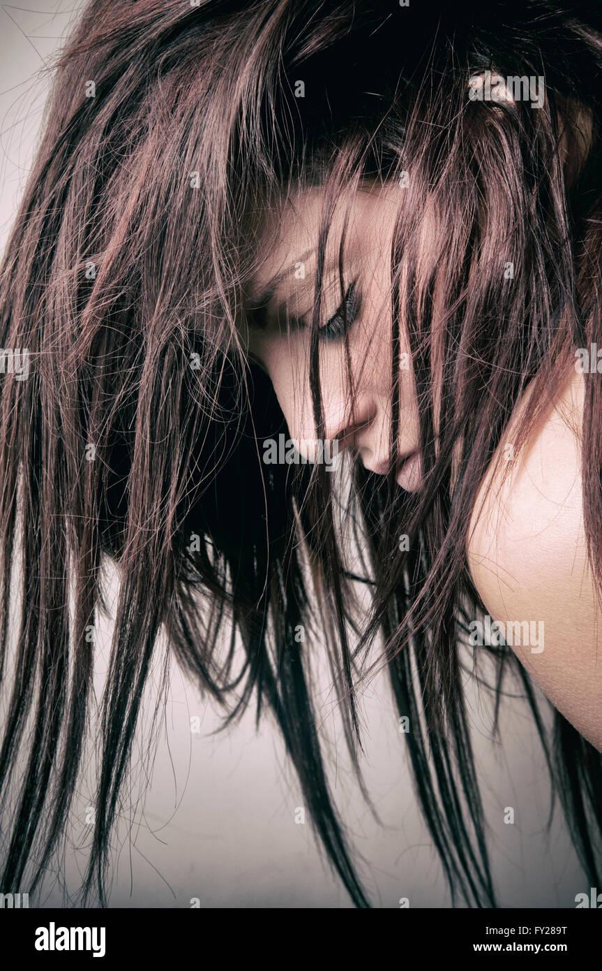 Jeune femme déprimée un couvre-visage Photo Stock