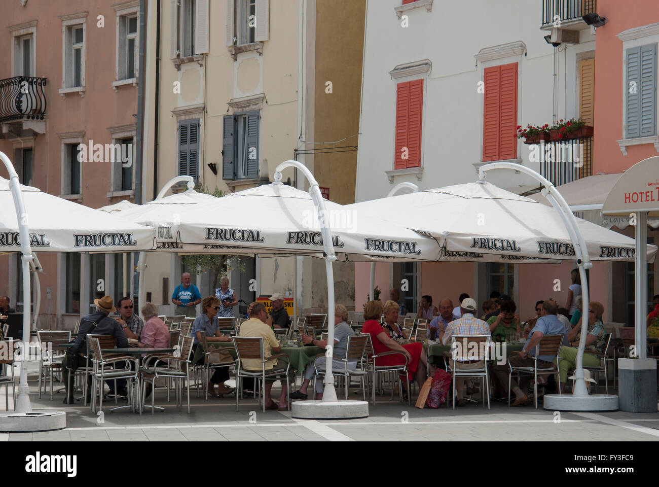 La Slovénie, la région du littoral, Piran, la place Tartini - cafe Photo Stock