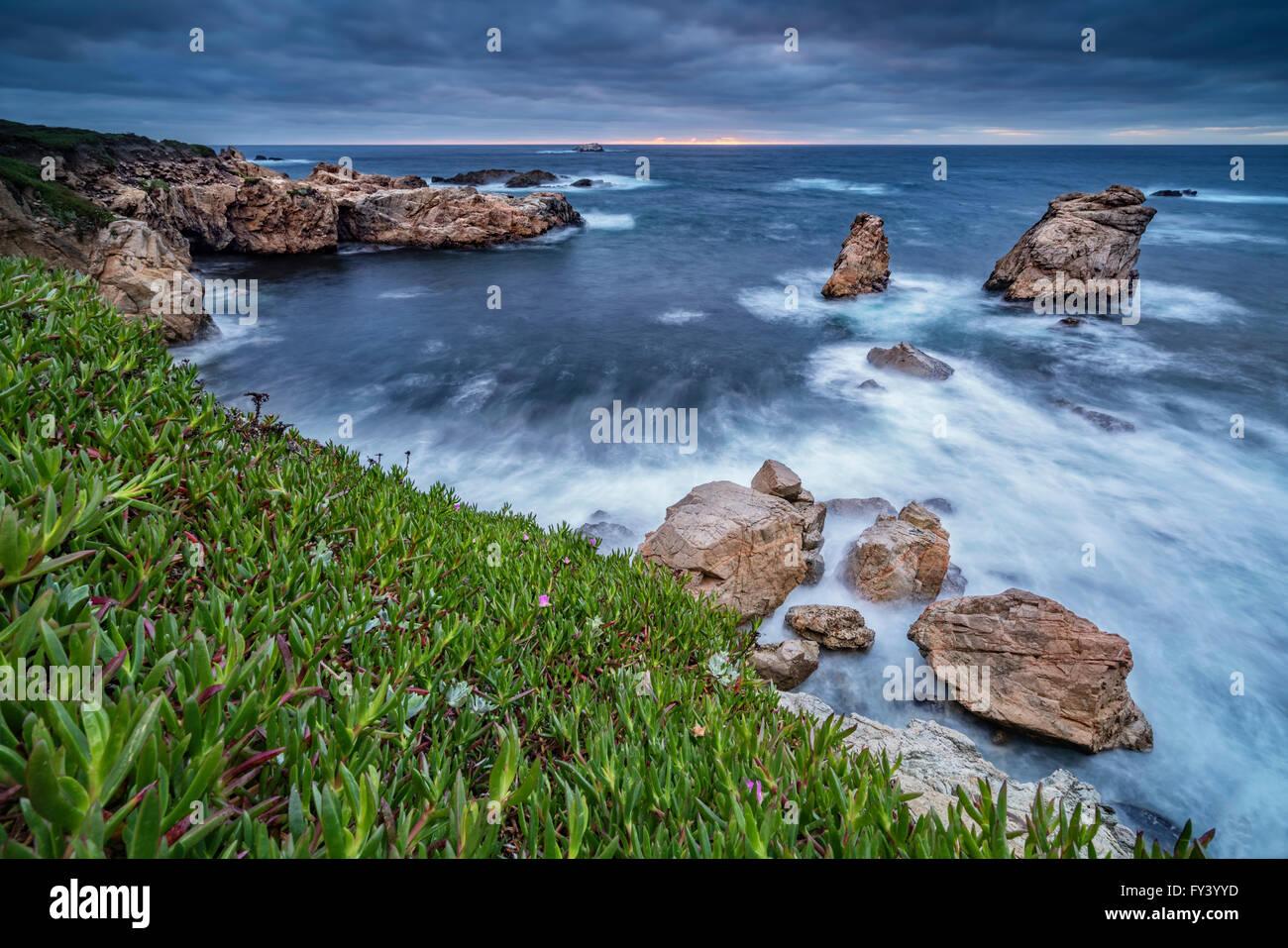 Ciel dramatique au-dessus de Big Sur, en Californie Photo Stock