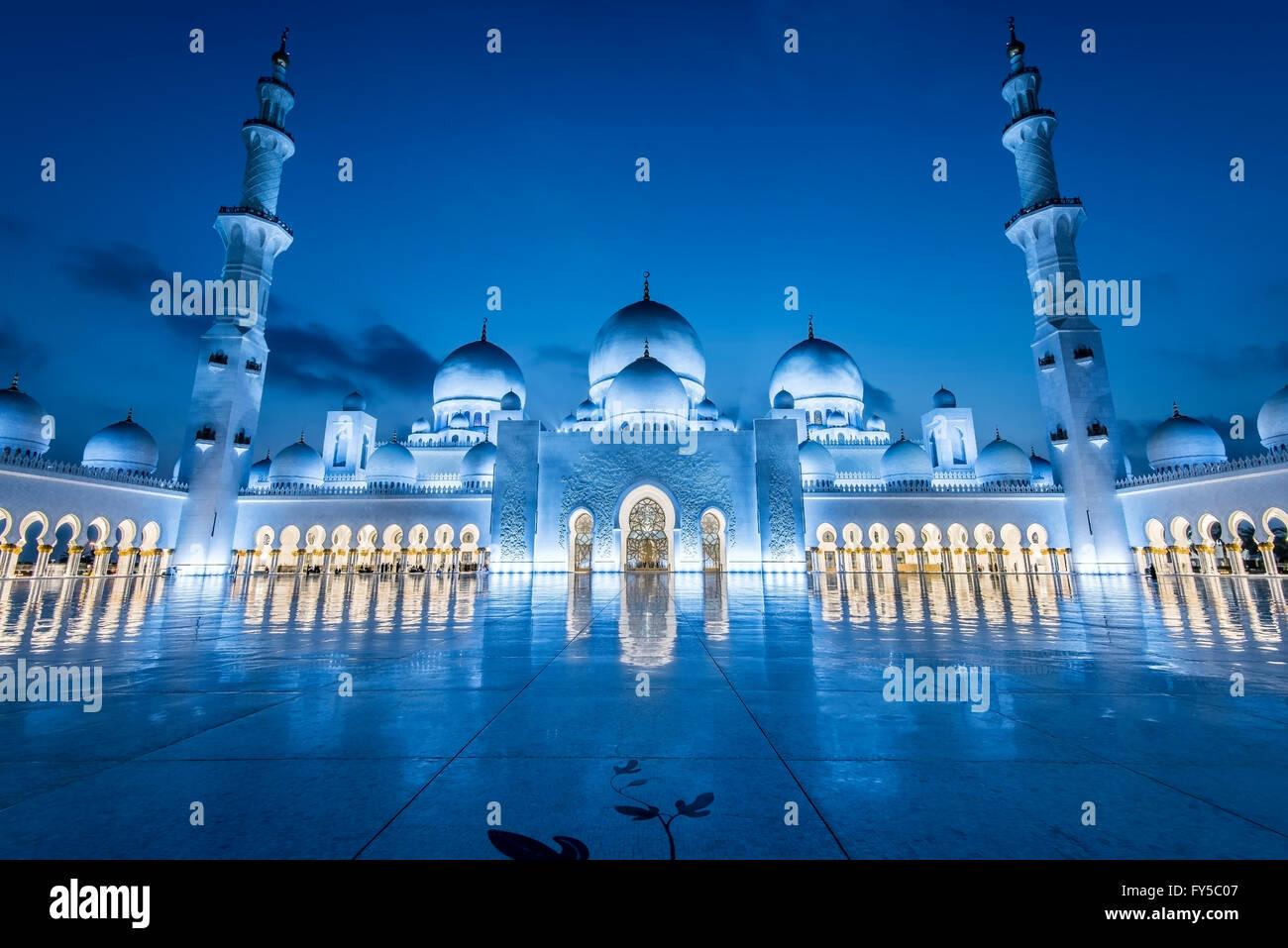 Grande Mosquée de Sheikh Zayed, Abu Dhabi, la plus grande mosquée de l'Emirats Arabes Unis Banque D'Images