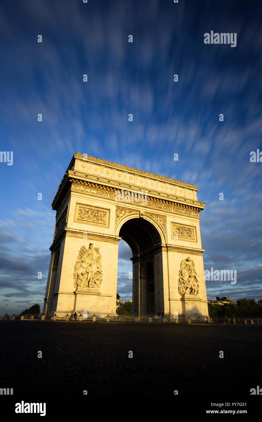 Arc de Triomphe au coucher du soleil, Paris Photo Stock