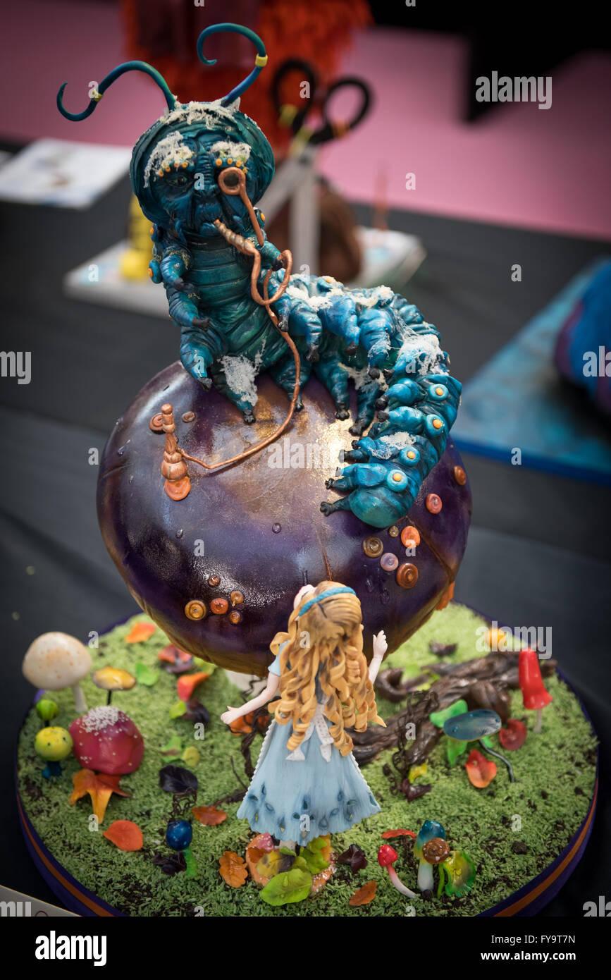 alice au pays des merveilles et absalom cake au gâteau international