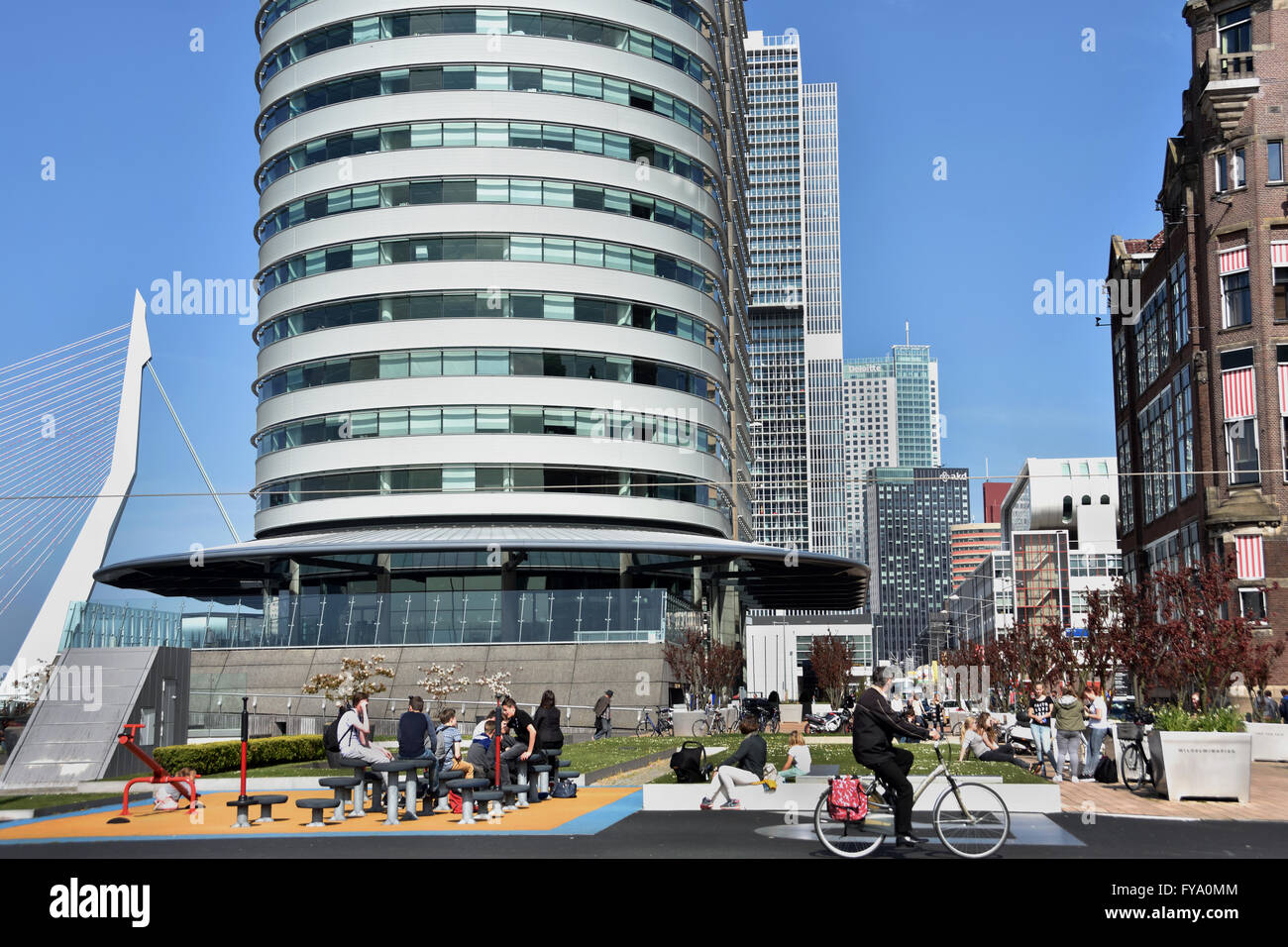 Centre Port mondial ( Kop van Zuid ) Montevideo Hotel New York Rotterdam Pays-Bas Dutch ( Nouvelle Meuse Pont Erasmus Photo Stock