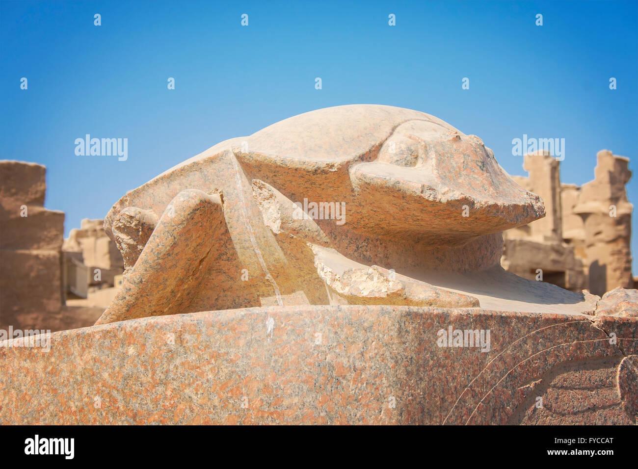 Image d'un scarabée statue au temple de Karnak à Louxor, Egypte. Photo Stock