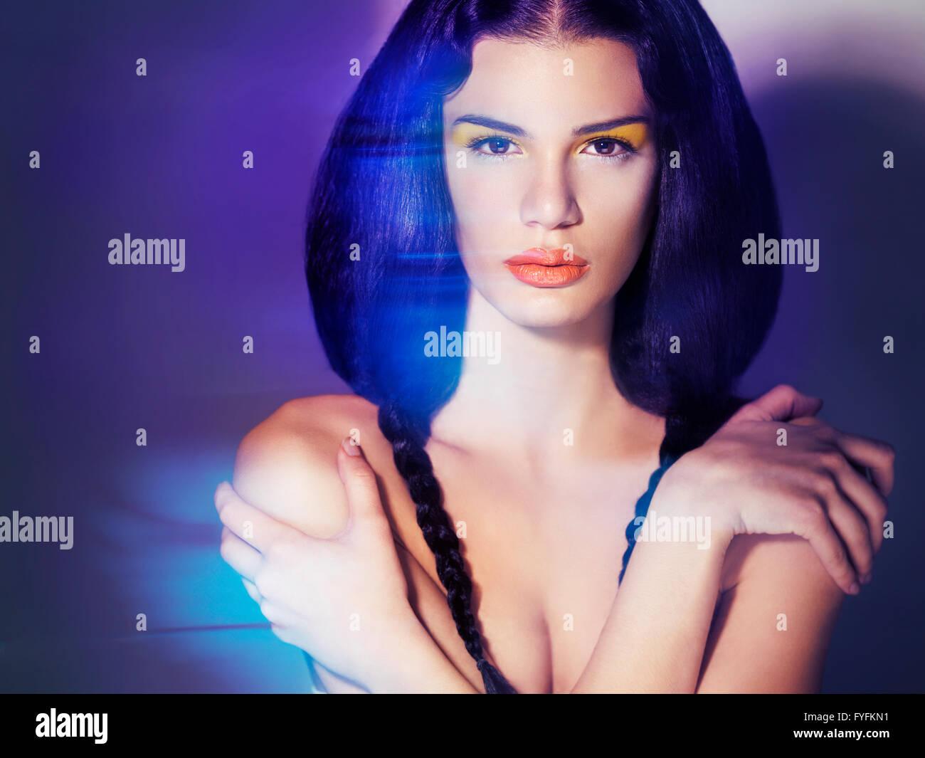 Jeune femme avec portrait Beauté, Maquillage artistique Photo Stock
