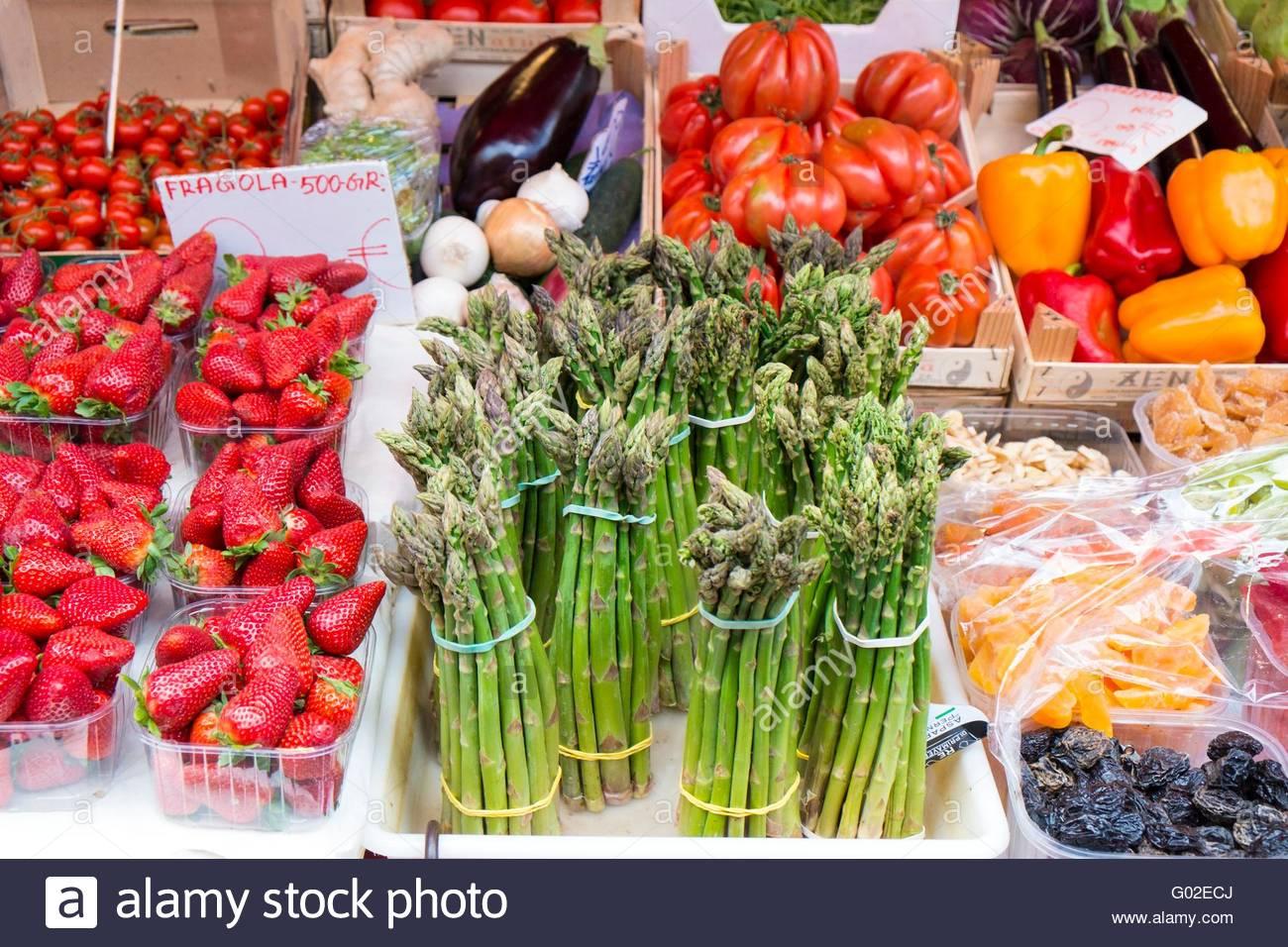 Des légumes frais, notamment l'asperge, Venise, Italie, Avril Photo Stock