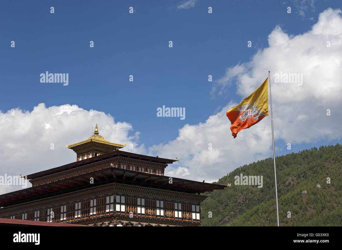 Drapeau national du Bhoutan au siège du gouvernement Photo Stock