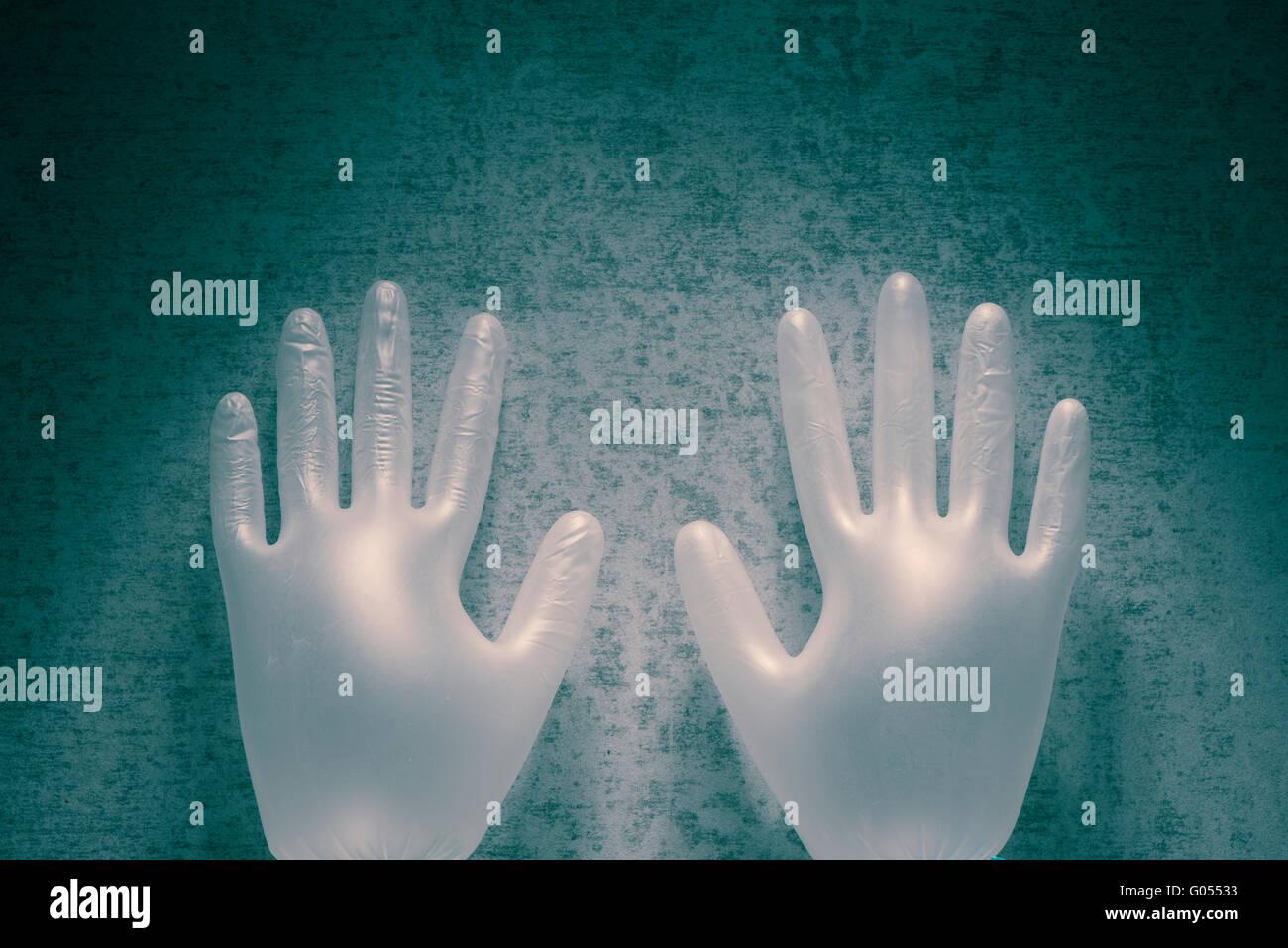 Des gants en latex et en pierre. Still Life et le symbole des mains qui travaillent dans les soins de santé. Photo Stock