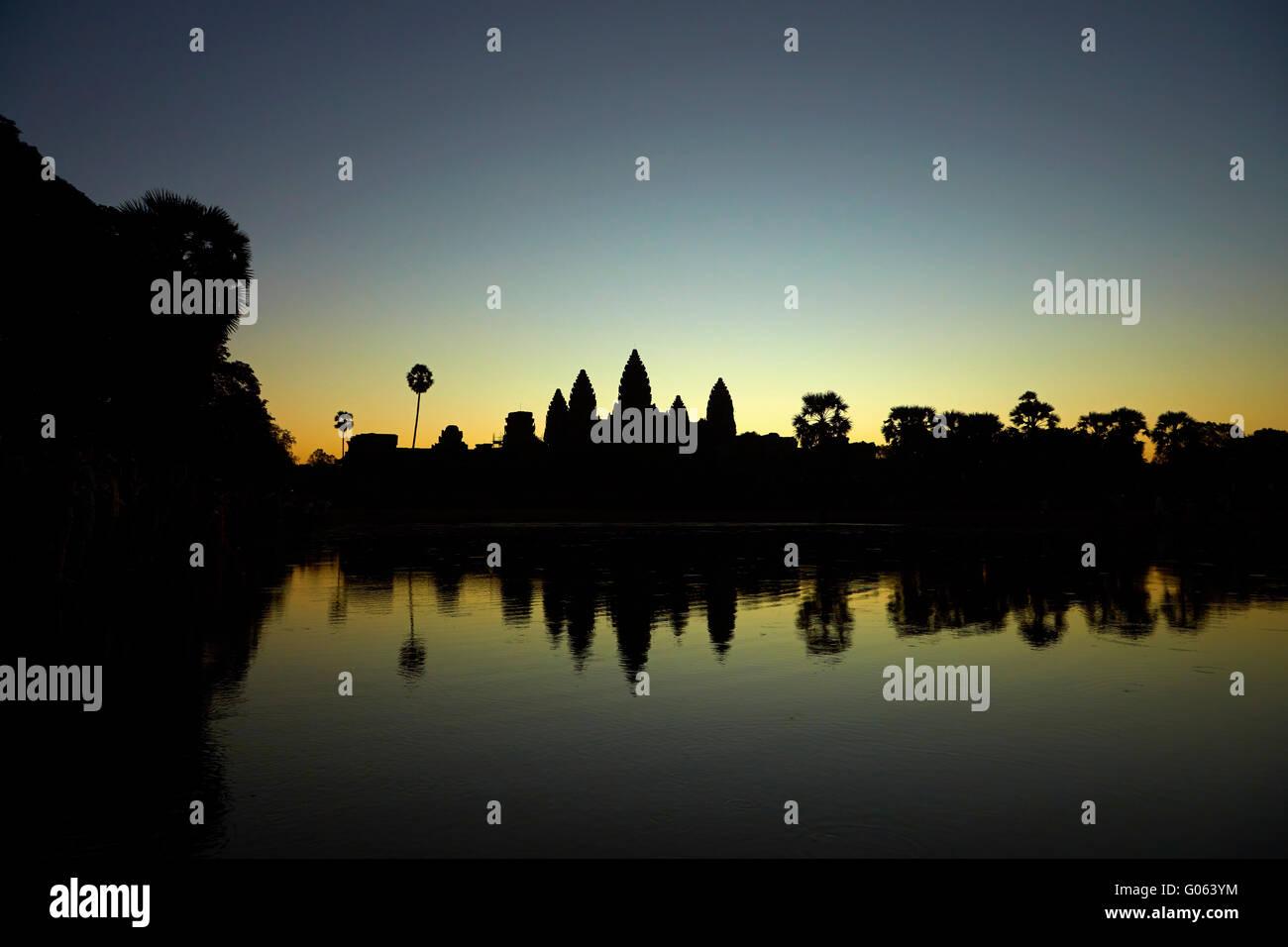 Lever du soleil sur Angkor Wat, site classé au Patrimoine Mondial de l'Angkor, Siem Reap, Cambodge Photo Stock