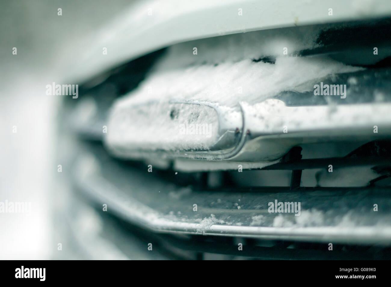 Le gril du Freightliner couvert de neige Photo Stock