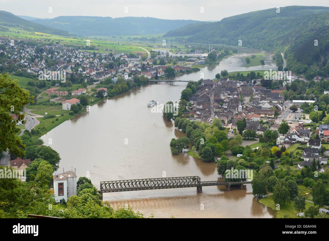 Bodenwerder avec la Weser Banque D'Images