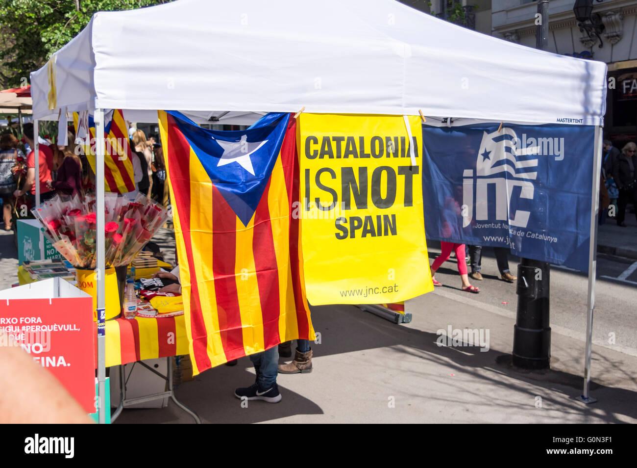La Catalogne n'est pas 'Espagne' bannière lors d'un stand de JNC, une partie en faveur de l'indépendance Photo Stock