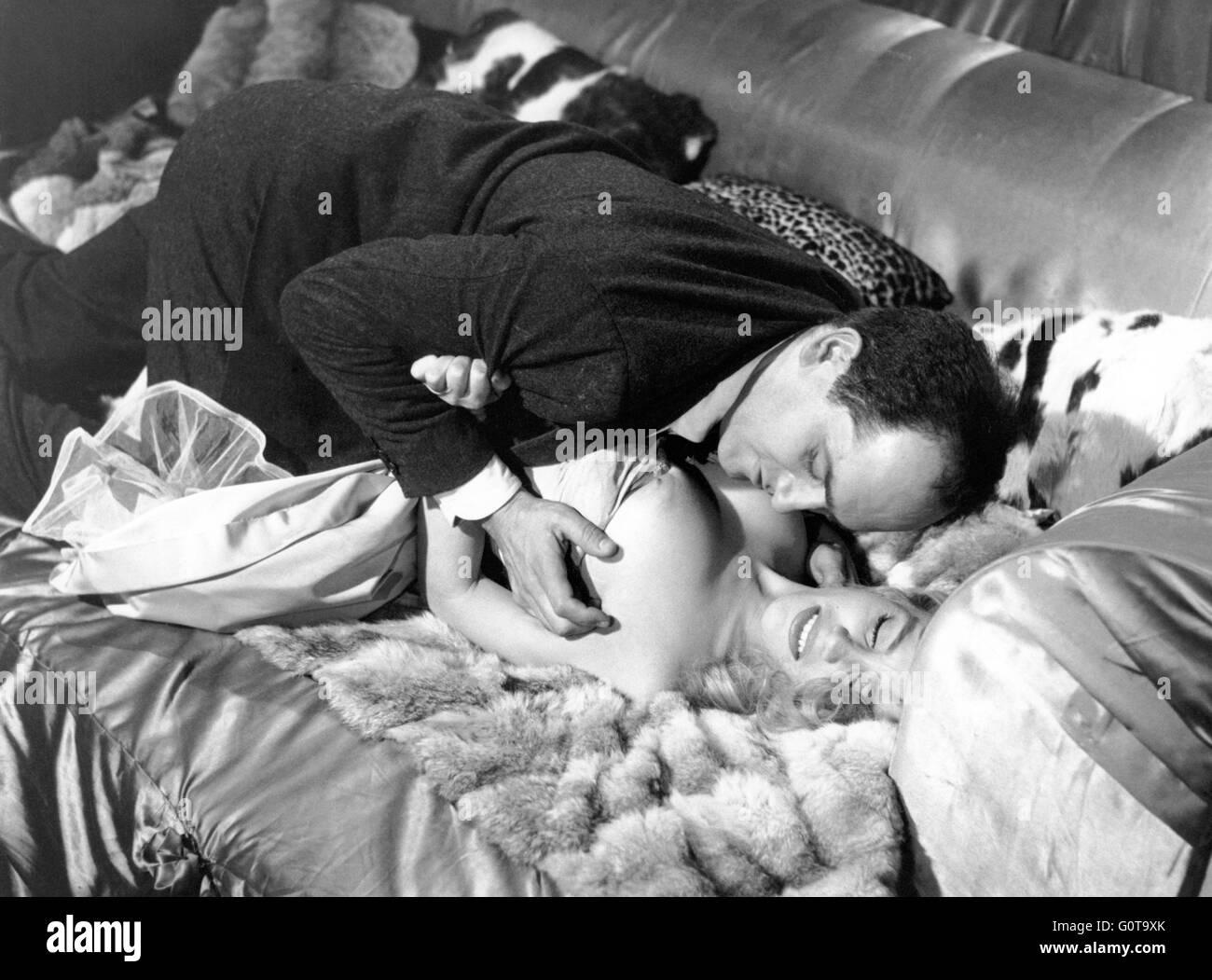 William Sabatier et Estella Blain / Femmes disparaissent / 1959 réalisé par Edouard Molinaro (Productions Jacques Banque D'Images