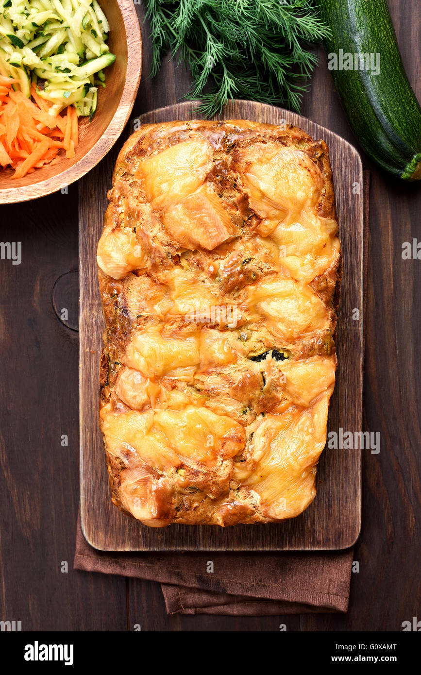 Pain de légumes à partir de courgette et carotte, vue d'en haut Photo Stock