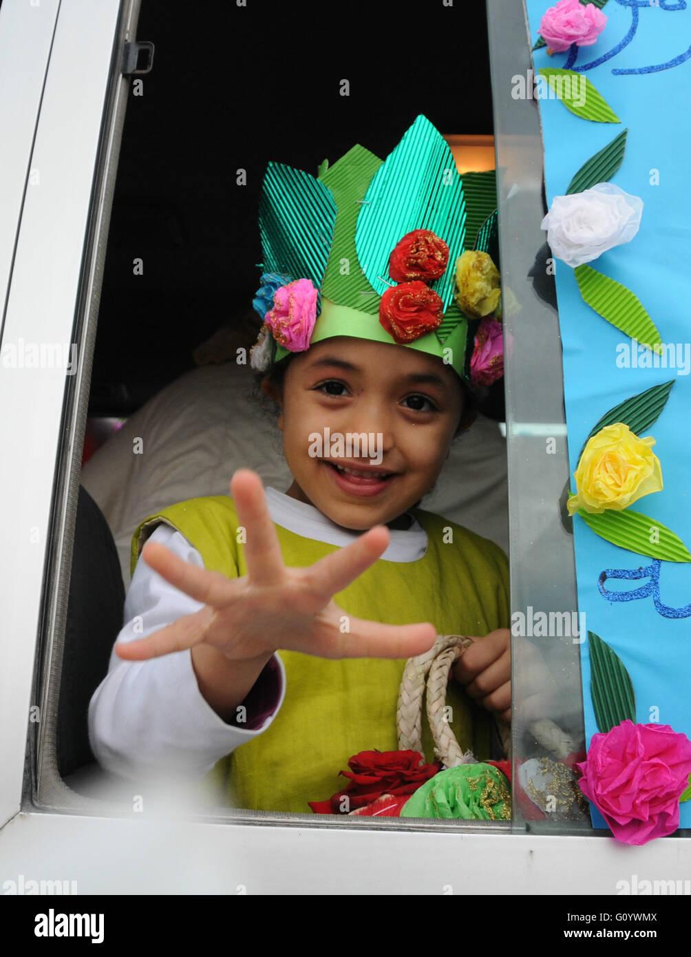 1954a313dc7e Tunis. 6 mai, 2016. Une jeune fille Tunisienne participe à la 20e Rose