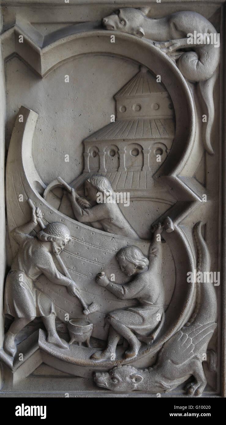 Le soulagement. La genèse. La construction d'Arche de Noé 13e c. La Sainte-Chapelle, Paris, France. Photo Stock