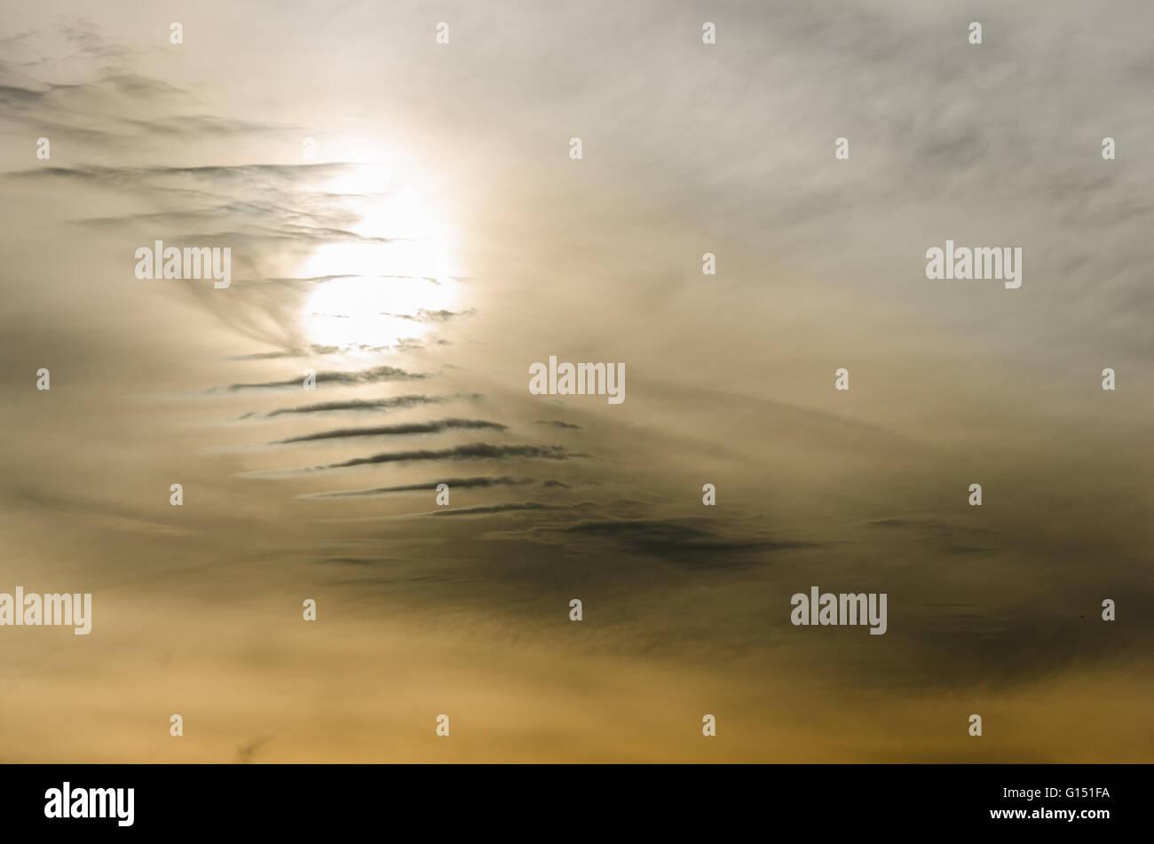 Ciel de Toronto au coucher du soleil au printemps de Riverdale Park East Banque D'Images