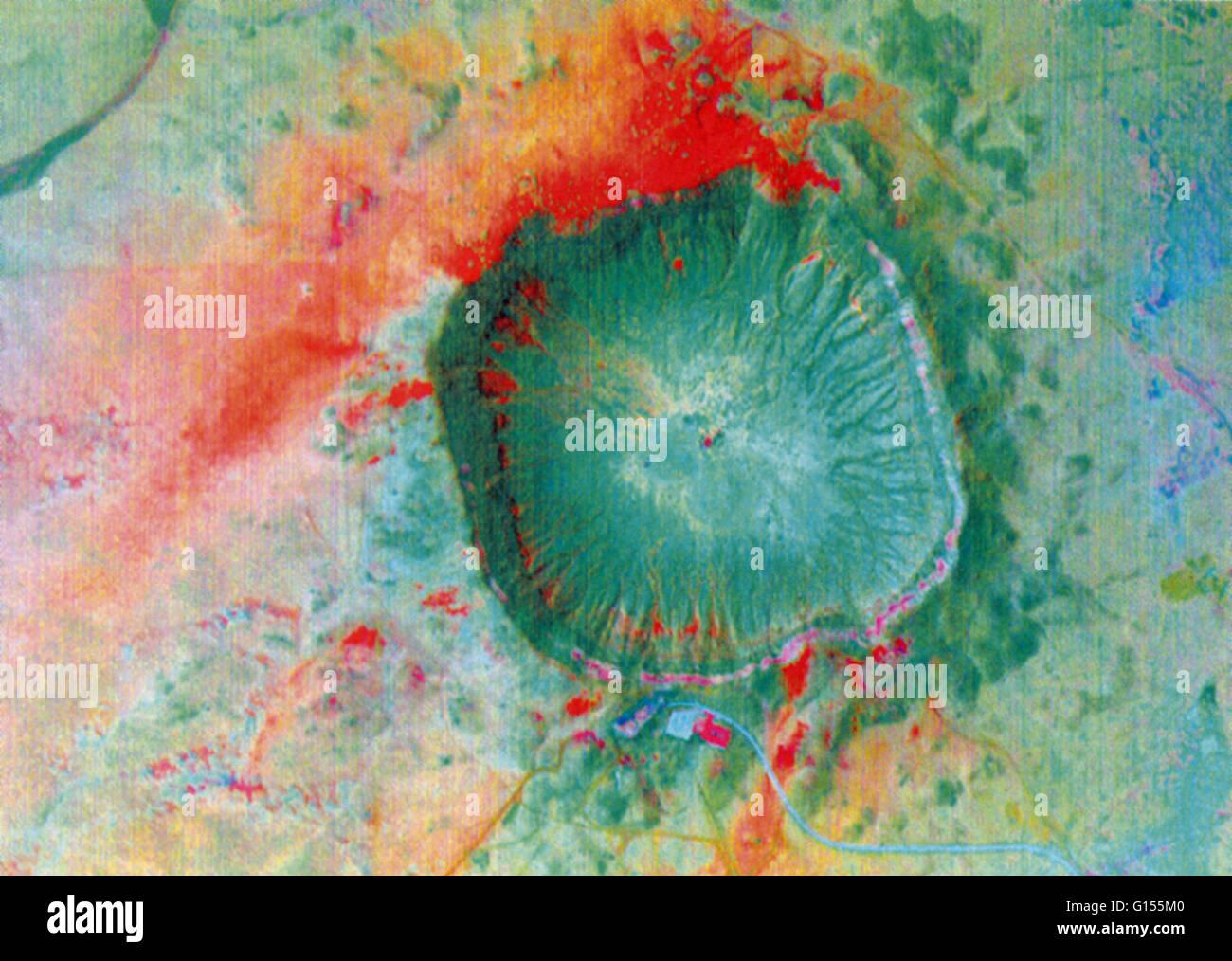 Meteor Crater, près de la ville de Winslow, Arizona, mesure trois-quarts d'un mile de large et 575 pieds Photo Stock