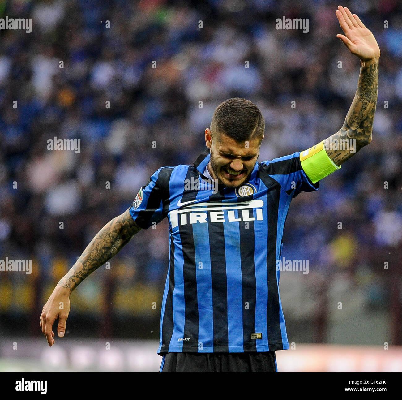 Milan Italie 07th Mai 2016 Mauro Icardi Subit Une Blessure Au Cours De La Serie D Un Match De Football Entre L Internazionale Fc Et Fc D Empoli Internazionale Fc Gagne 2 1 Sur Empoli Fc C