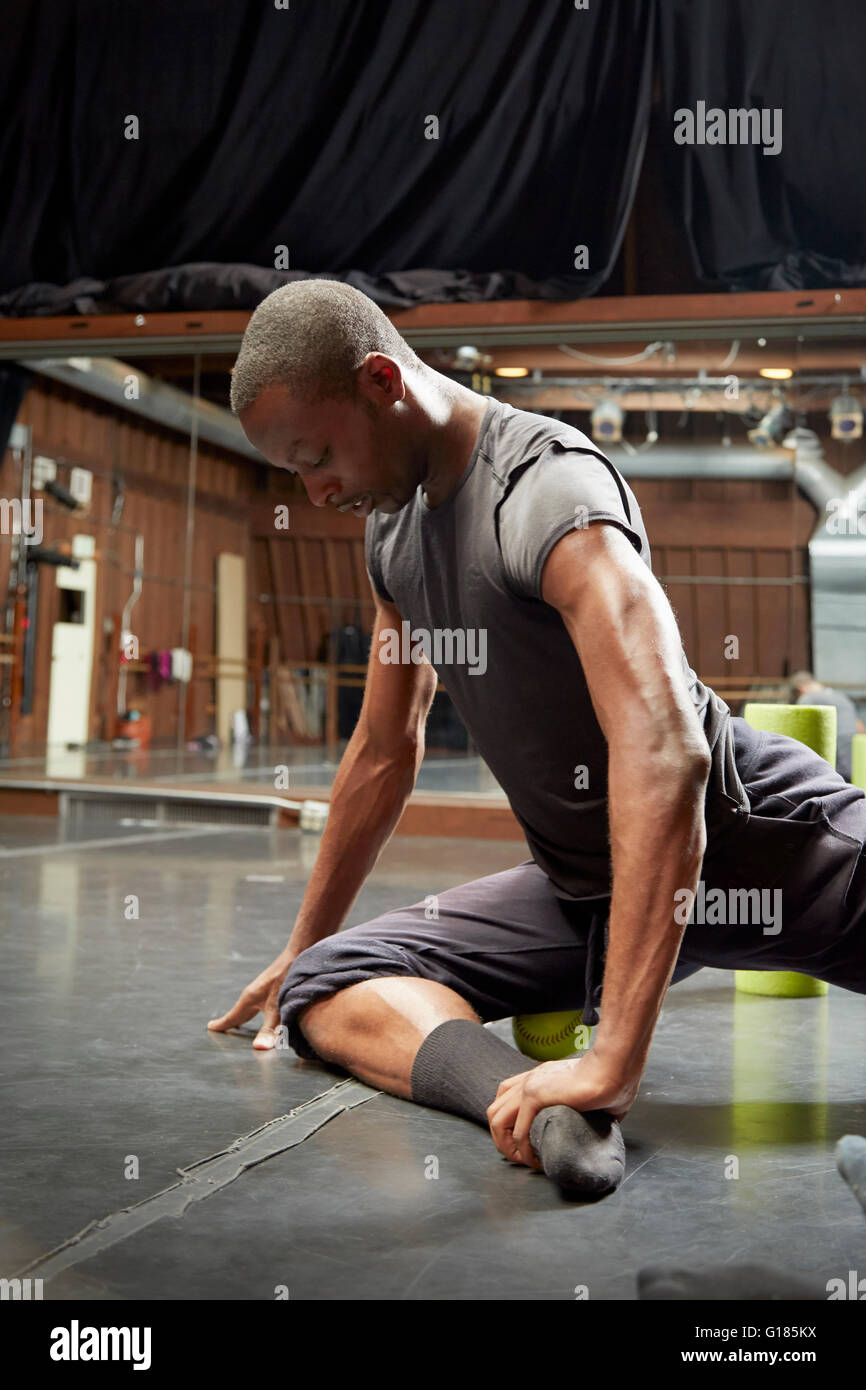 Dancer doing stretching exercice Photo Stock