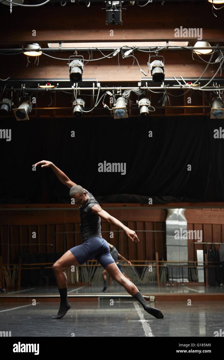 Dancer striking pose Photo Stock
