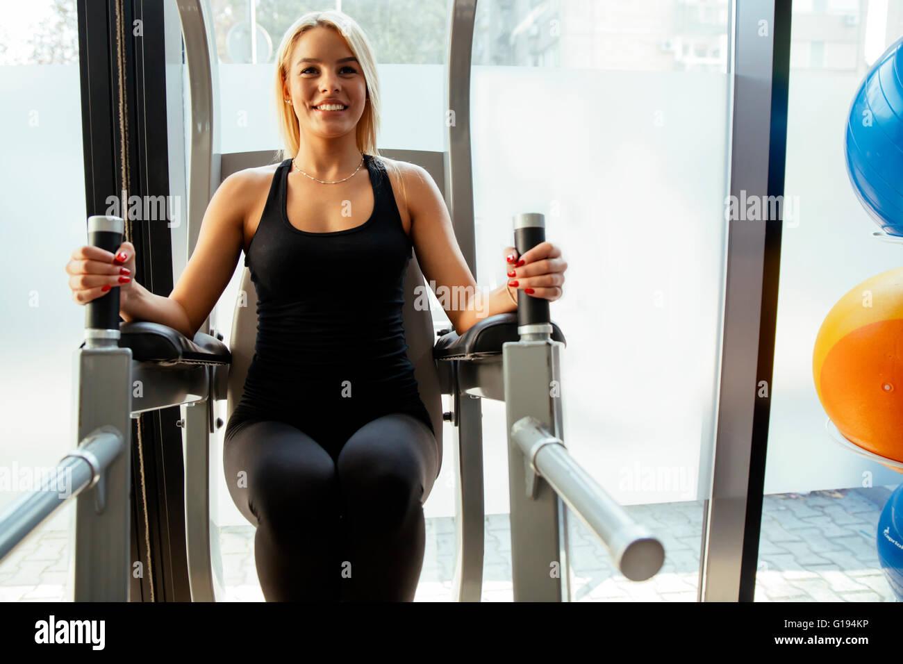 Belle femme en formation sport et garder corps en forme Banque D'Images