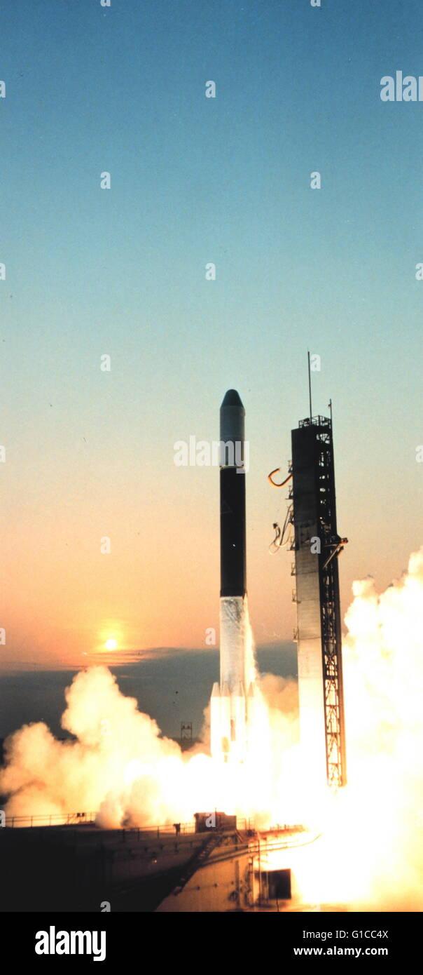 Le lancement de va-B à bord du lanceur Delta 131. Va-B est devenu VA-2 après qu'il est devenu opérationnel, Photo Stock