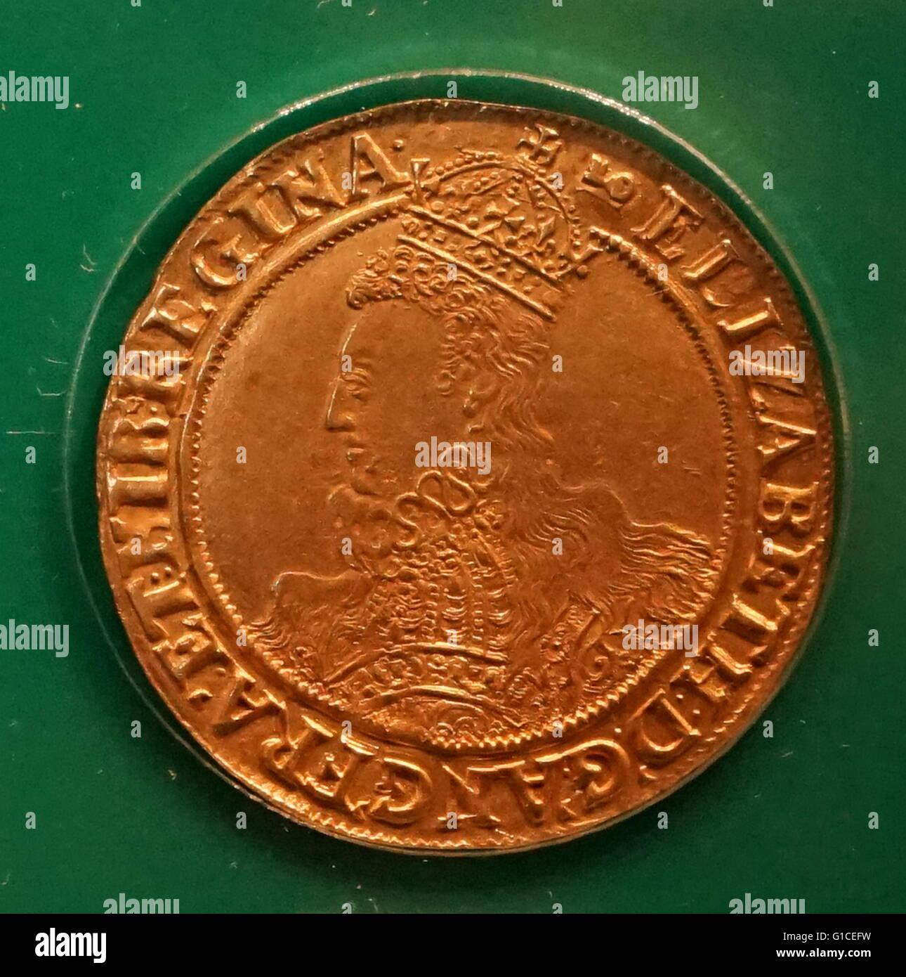 Elizabeth I demi-livre de monnaie. En date du 16e siècle Photo Stock