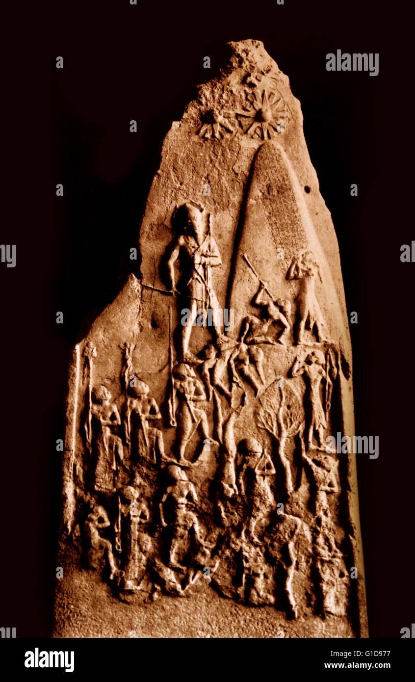 La stèle de victoire de Naram-Sin est une stèle datant de l'empire accadien dans environ 2254-2218 avant notre ère. Cet allègement mesuré six pieds de hauteur et a été sculpté en calcaire rose, il représente le roi Naram-Sin d'Akkad, menant l'akkadien armée impériale à la victoire sur les habitants de la montagne, les Lullubi. Banque D'Images