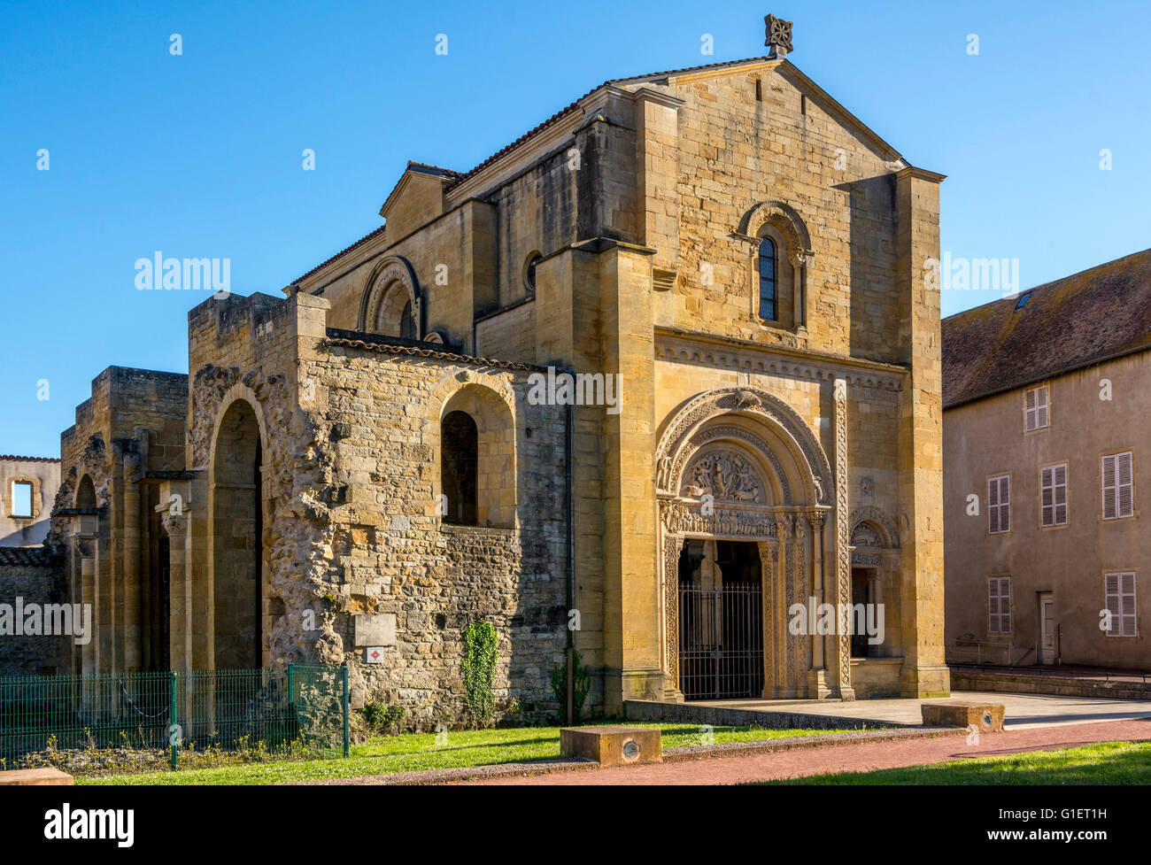 Portail de l'abbaye bénédictine de Charlieu . Brionnais région. Loire Photo Stock