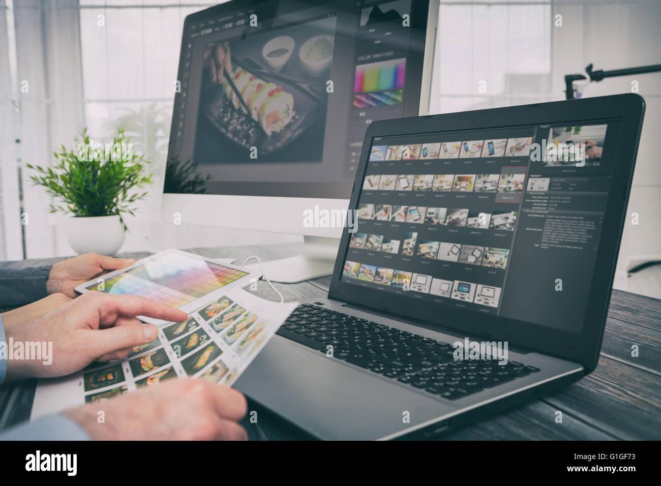 Caméra moniteur photographe éditeur ordinateur portable écran photo photographie - image Photo Stock