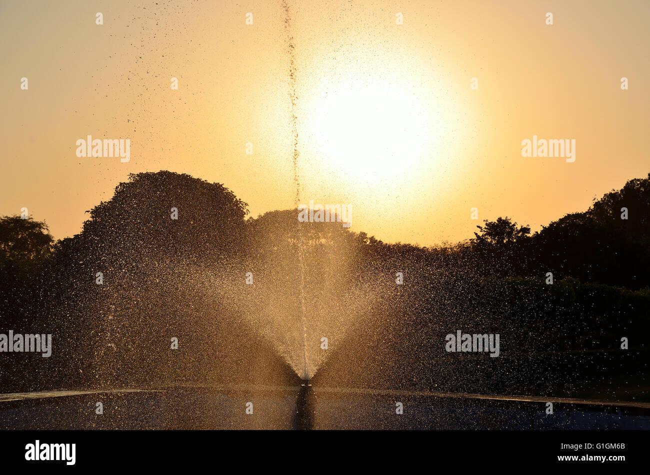 Fontaine en sac Mehtab, en face de Taj Mahal, Agra, Inde Banque D'Images