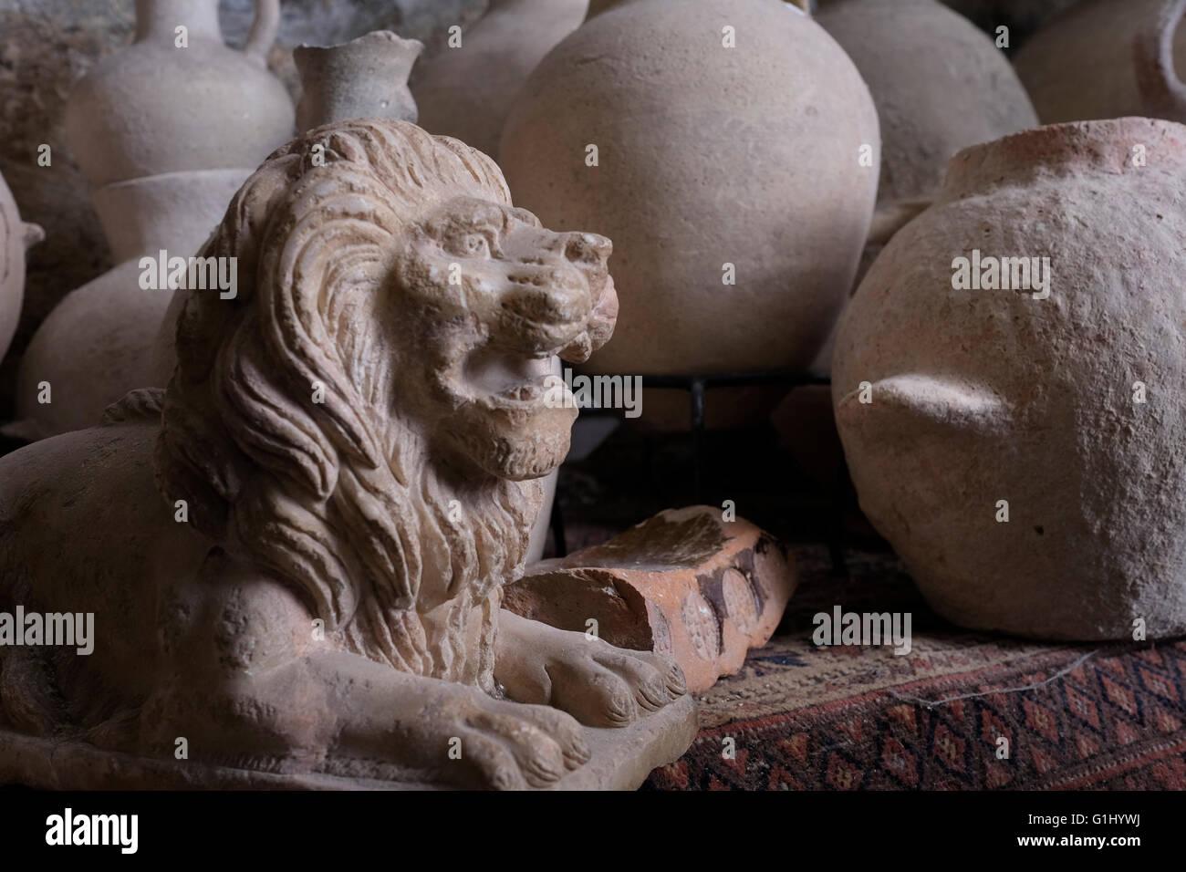 Pile de pièces anciennes à Baidun antiquité shop situé sur la Via Dolorosa vieille ville Jérusalem, Photo Stock