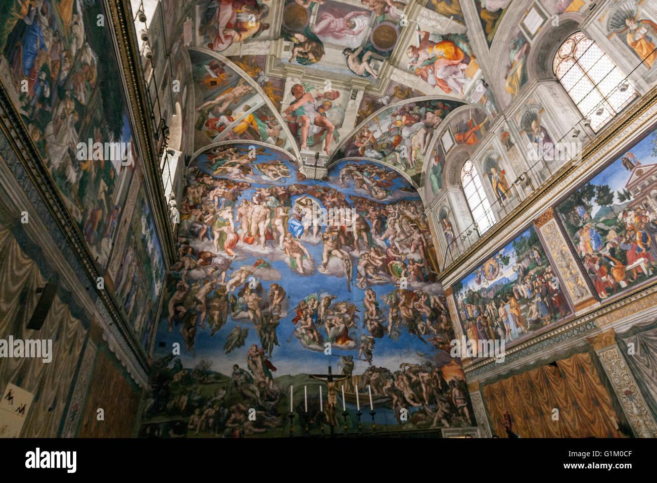 Le Plafond De La Chapelle Sixtine Peinte Par Michel Ange Le