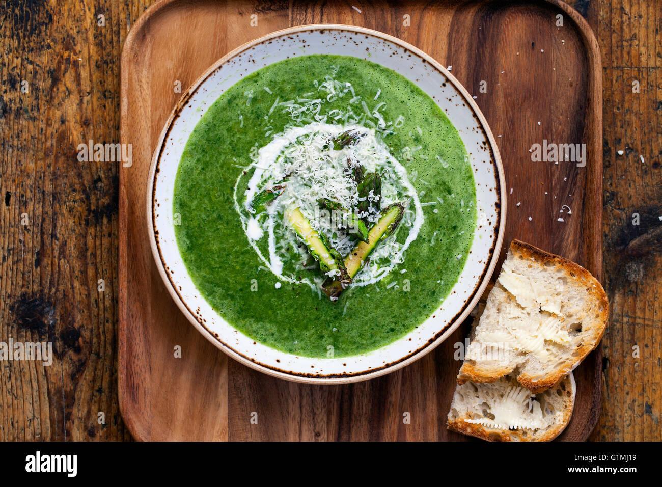Soupe d'épinards et asperges Photo Stock