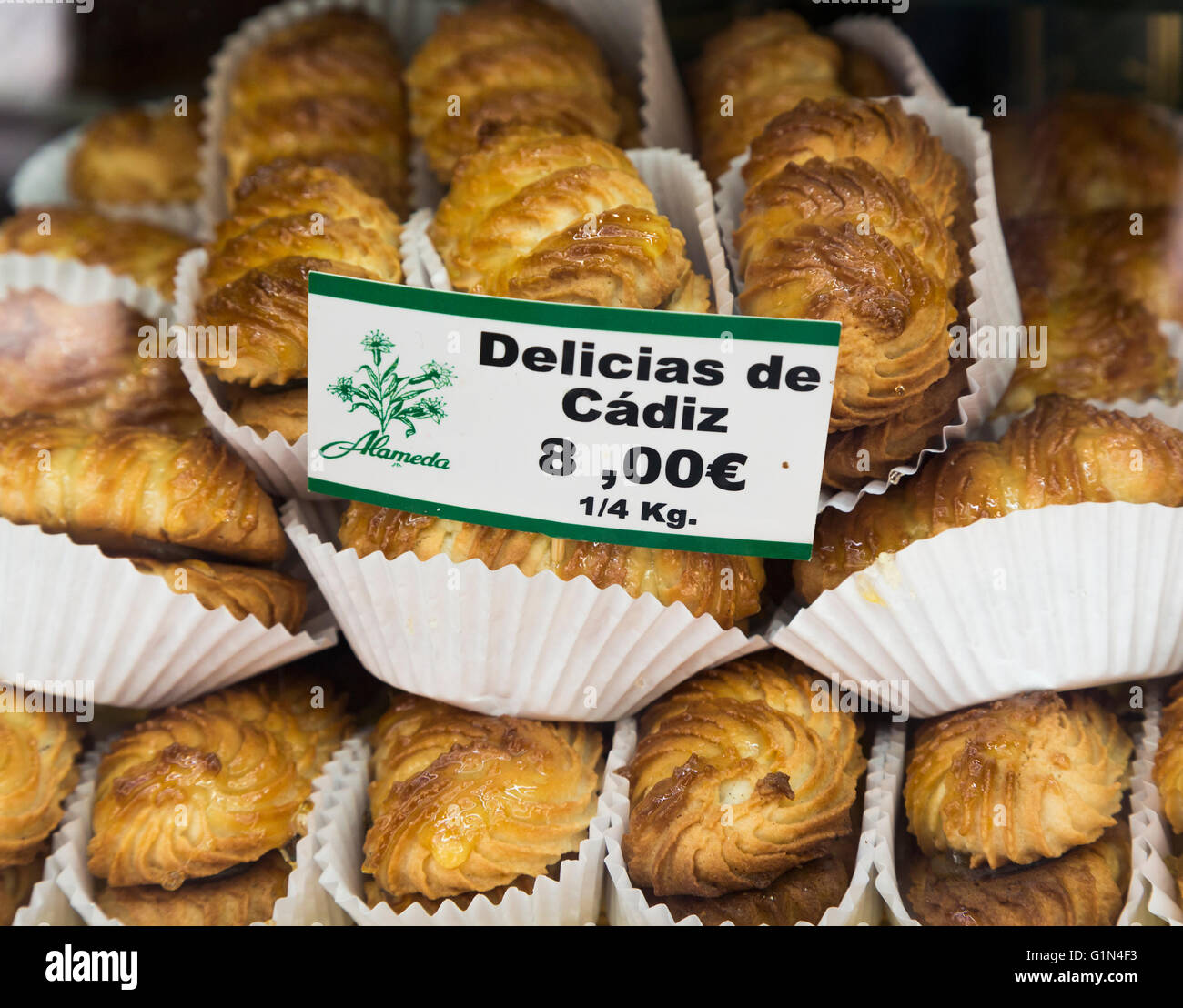 Cadix, Province de Cadix, Andalousie, Espagne du sud. Delicias de Cadiz. Des gâteaux typiques de la ville. Banque D'Images