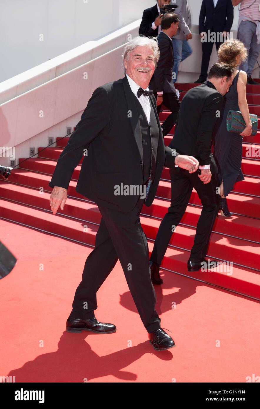 Cannes, France. 15 mai, 2016. L'acteur Peter Simonischek Toni Erdmann, Premiere 69 ème Festival du Film de Cannes Cannes, France 15 mai 2016 Diw90065 Allstar Crédit: photo library/Alamy Live News Banque D'Images