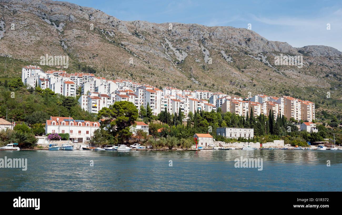 Bloc d'appartement dans une banlieue de Dubrovnik Banque D'Images