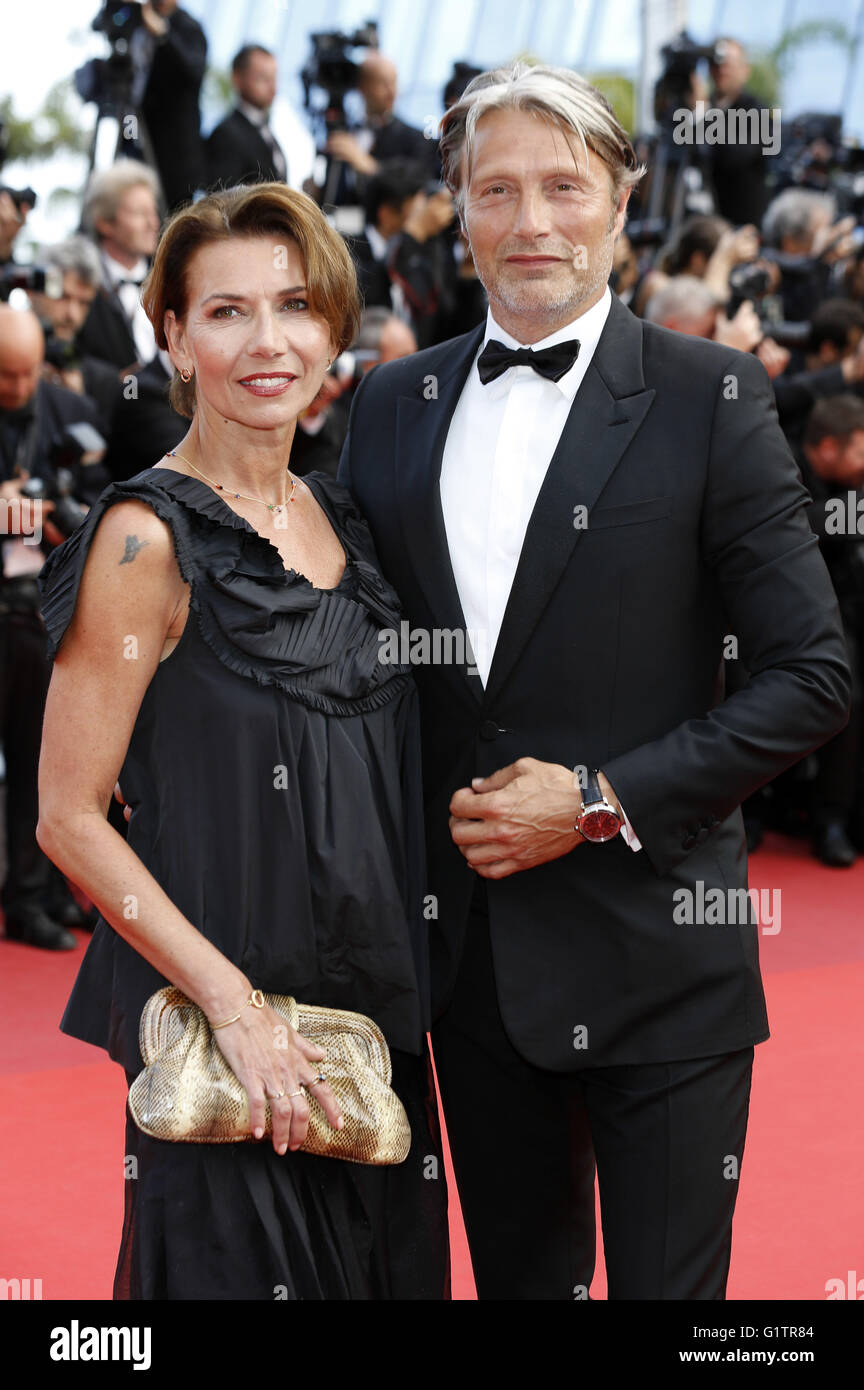 Hanne Jacobsen et Mads Mikkelsen participant à la 'La fille inconnue' premiere pendant le 69e Festival du Film de Cannes au Palais des Festivals de Cannes le 18 mai 2016   Verwendung weltweit Banque D'Images