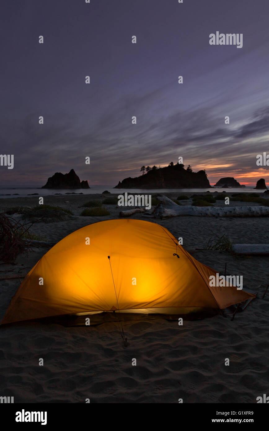 WA12621-00...WASHINGTON - soirée au camping sur Toleak Point sur la côte du Pacifique dans le parc national Photo Stock