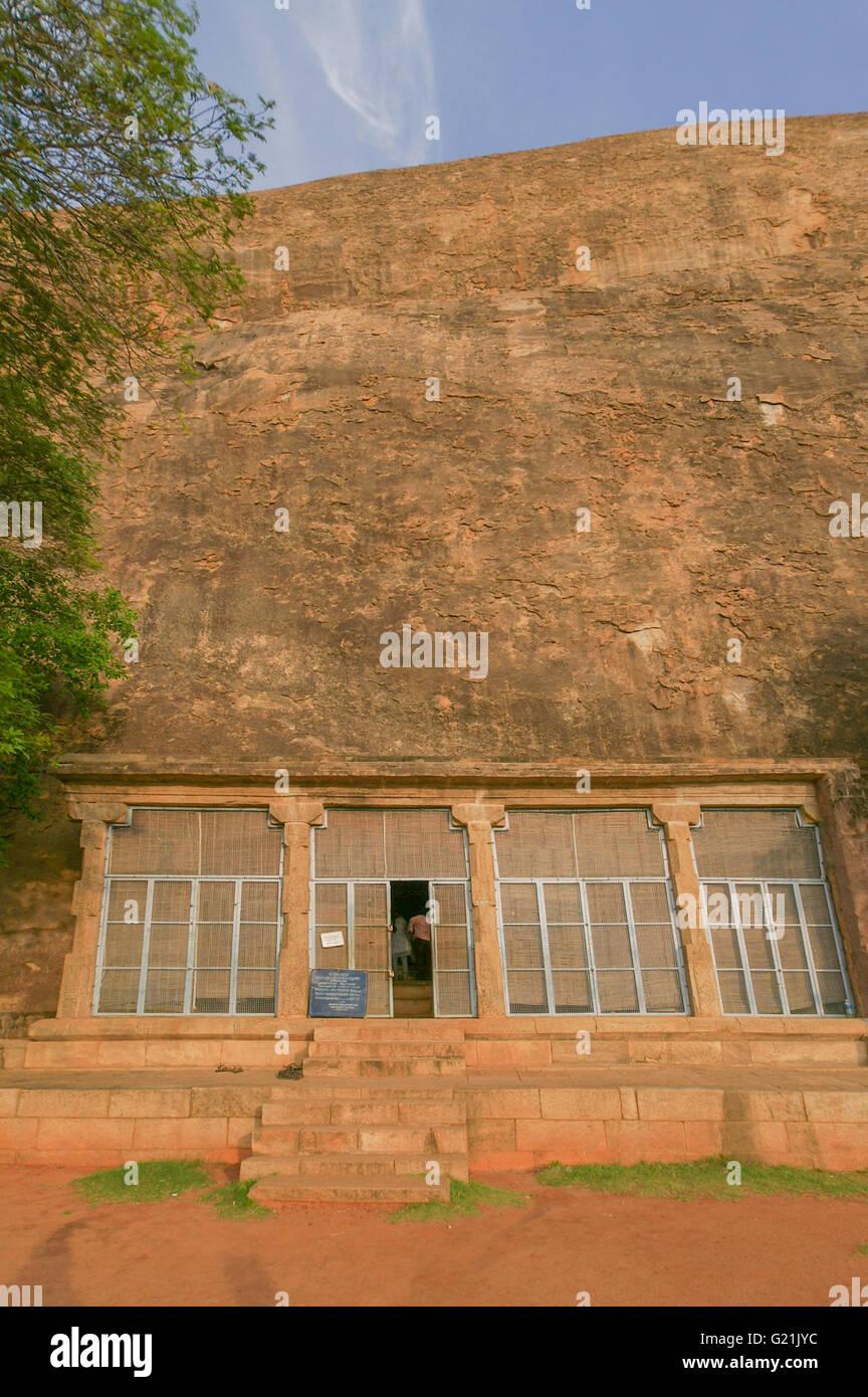 Chithannavasal Cave temple taillé dans la roche. Photo Stock