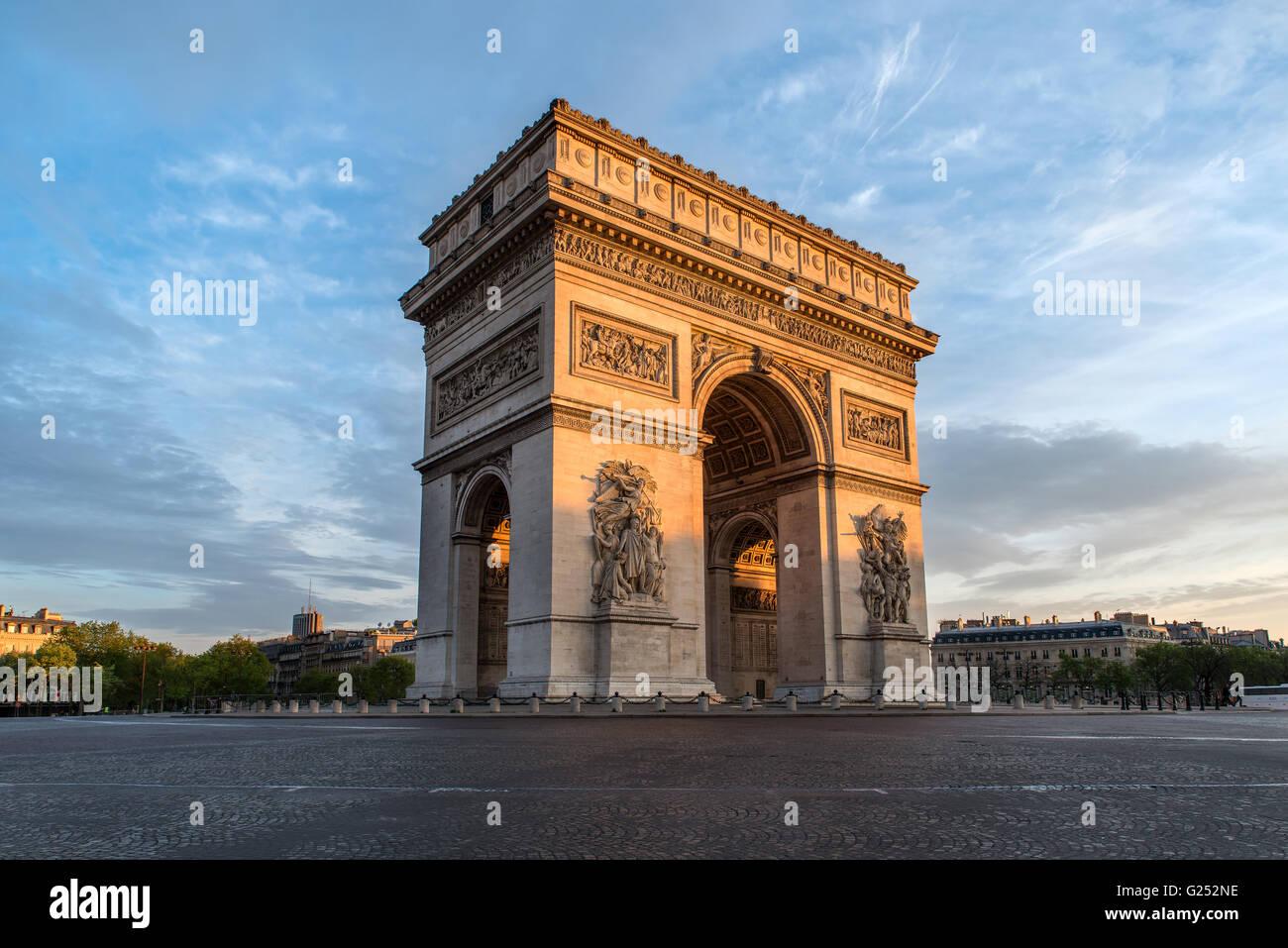 Arc de Triomphe Paris, ville au coucher du soleil - Arc de Triomphe Photo Stock