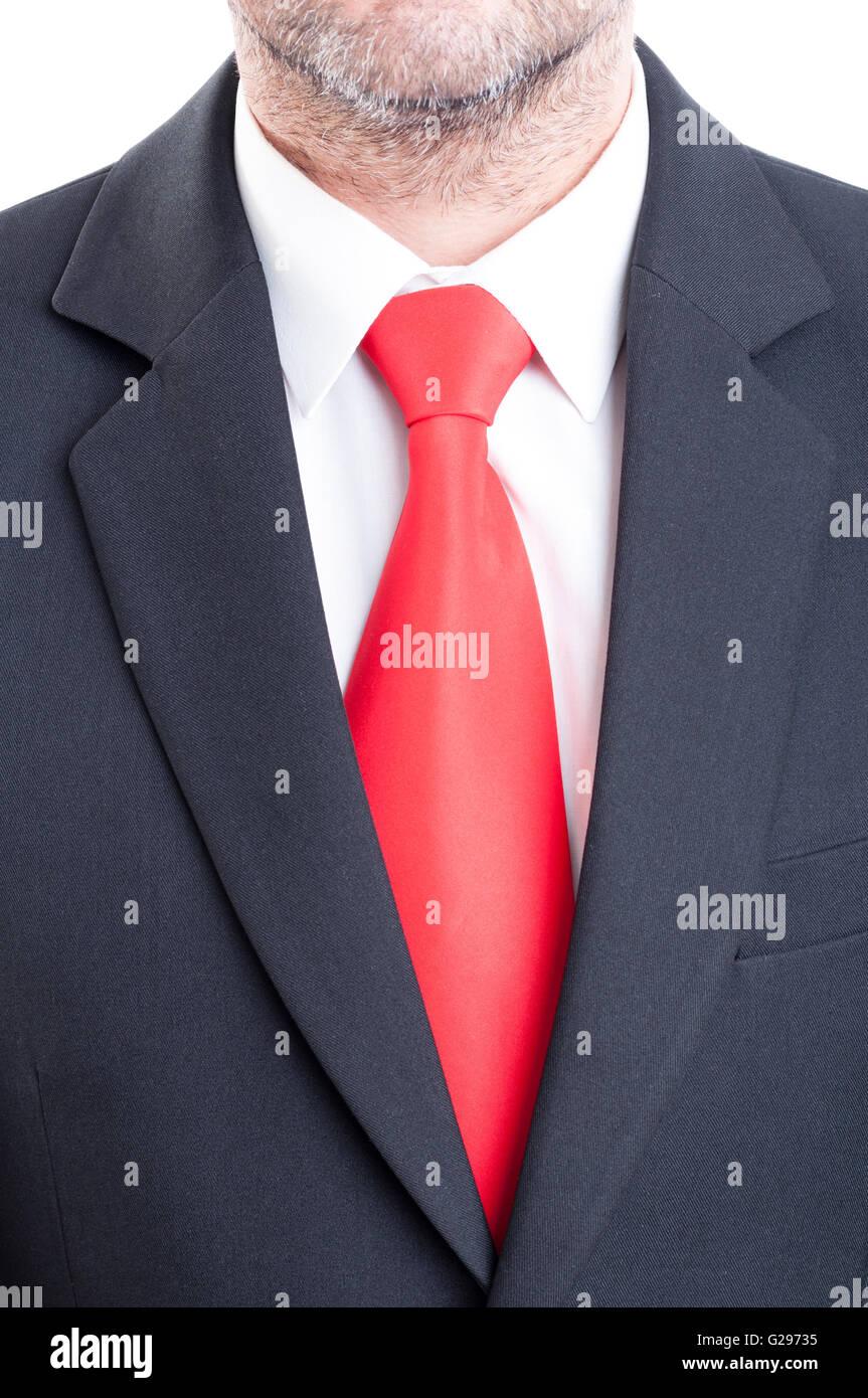 pas mal 06bd6 7b920 Costume noir, cravate rouge et chemise blanche. Responsable ...